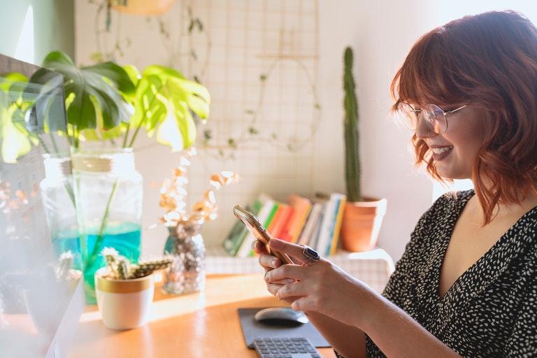 woman using tremendous app